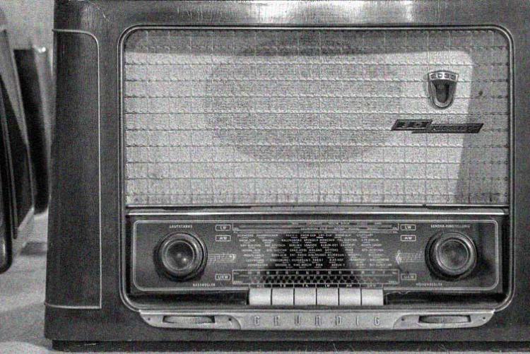 Radio im Schaufenster